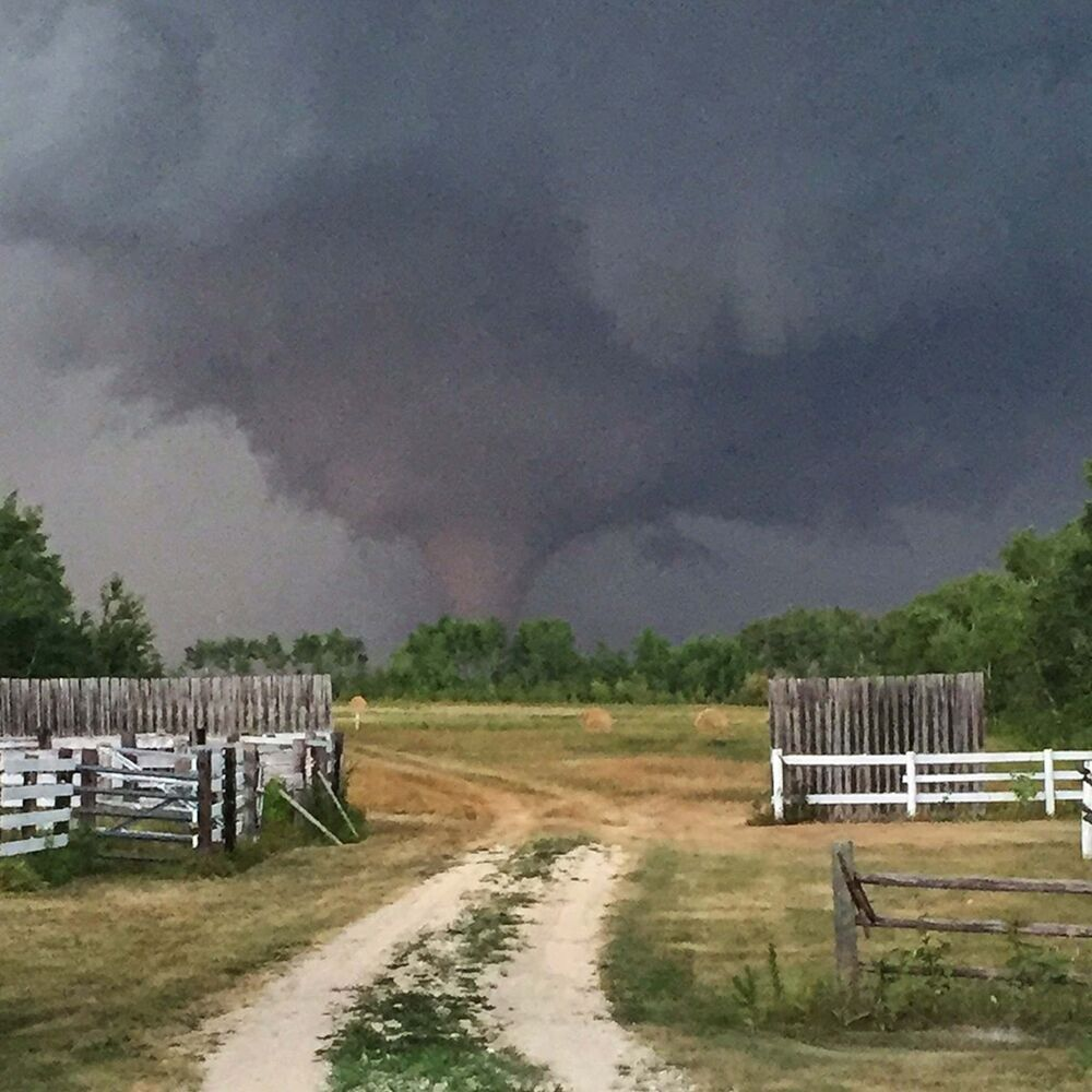 A photo of the tornado that touched down north of Silver Ridge. (Clint Robertson photo / Winnipeg Free Press)<br>