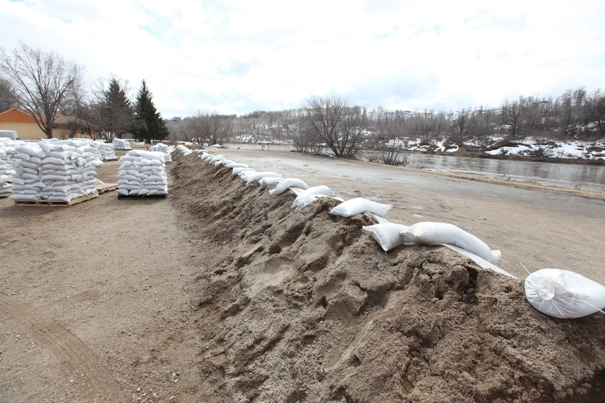 Pallets of sandbags sit in the parking lot Wawanesa School in Wawanesa at the edge of a dike built around the school to protect it from flooding from the Souris river.  (Tim Smith/Brandon Sun)