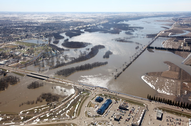 The swollen Assiniboine River envelops much of the Grand Valley leading towards 18th Street. (Tim Smith/Brandon Sun)