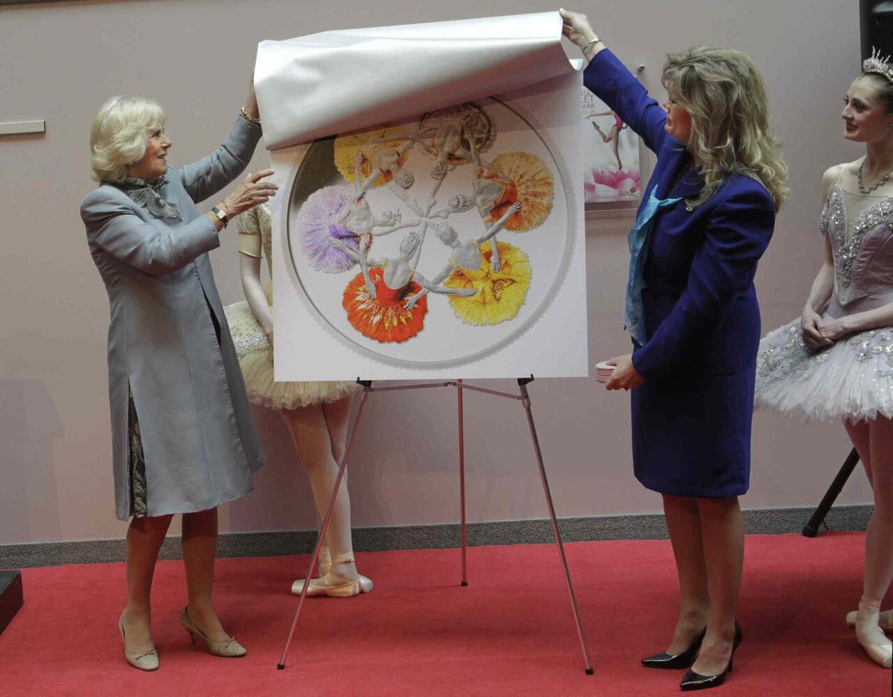 Camilla, Duchess of Cornwall and MP Shelly Glover unveil the new silver collector coin to commemorate the 75th anniversary of Canada's Royal Winnipeg Ballet. (Wayne Glowacki / Winnipeg Free Press )