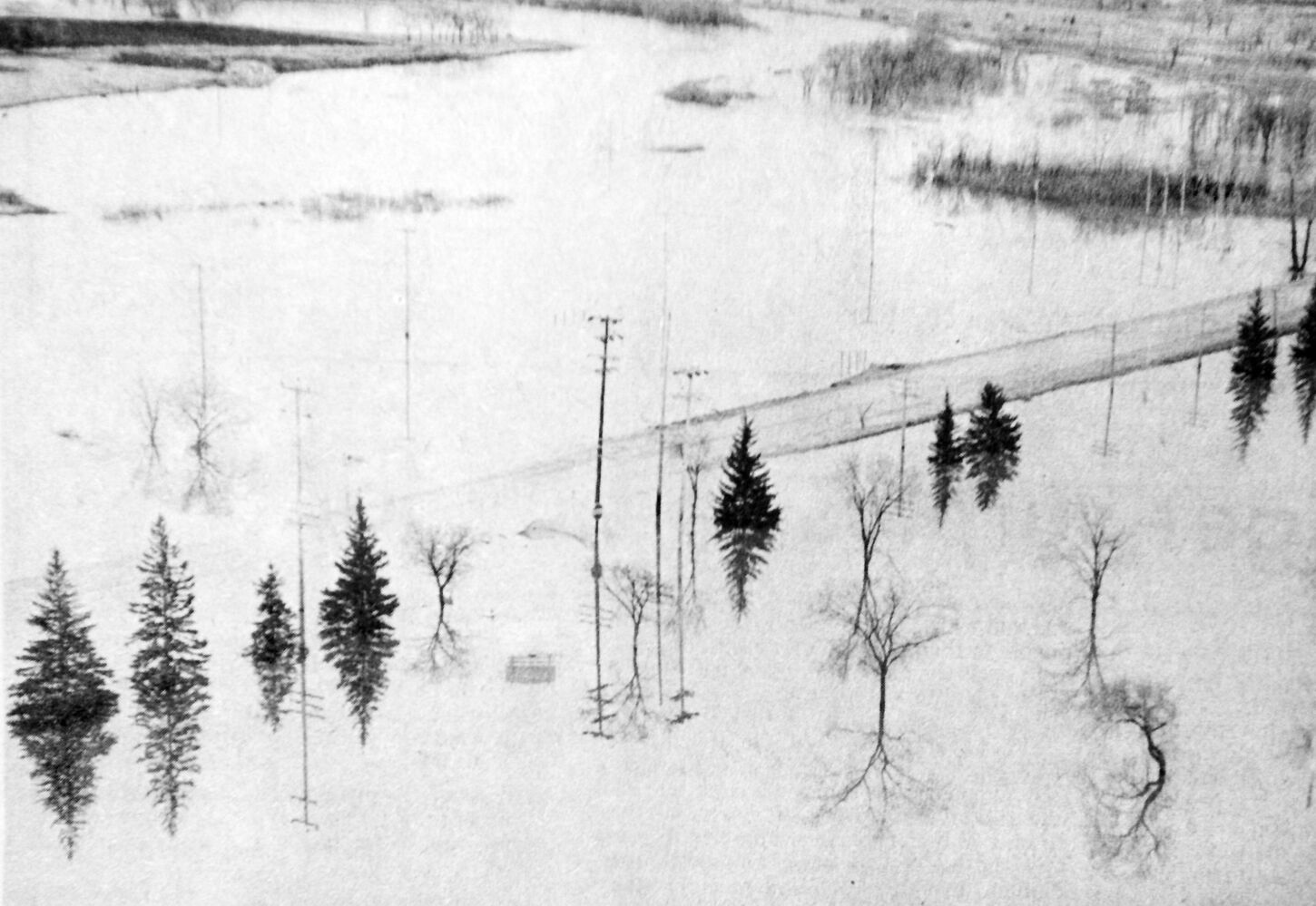 Aerial photo shows flood waters on Eighteenth Street, near the Grand Valley Road. (Brandon Sun archives, April 20, 1976)