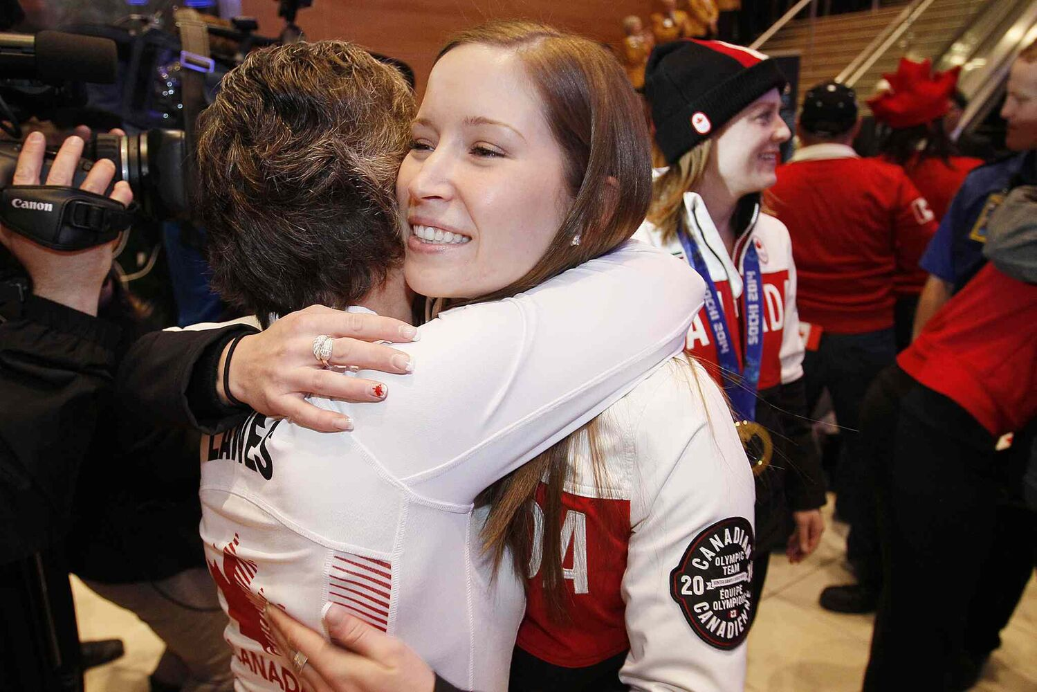 Olympic curling gold medalist Kaitlyn Lawes is greeted by her mother. (John Woods / Winnipeg Free Press)