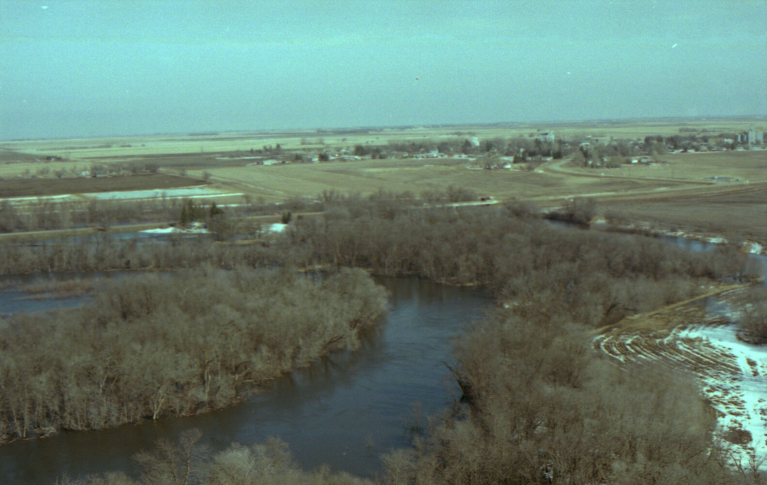 Rising floodwaters are seen from the air in the Souris or Melita area. (Dirk Aberson / Brandon Sun archives, April 12, 1995)
