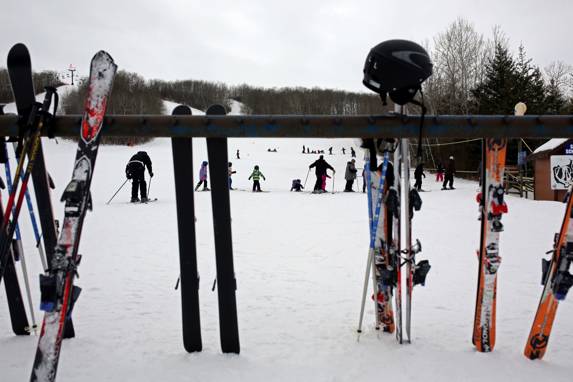 Skiers and snowboarders line up for the rope-tow at Minnedosa Ski Valley on an overcast day in 2016. A Brandon School Division student's family has filed a lawsuit against the skil hill and the BSD following an injury on March 15, 2017.
