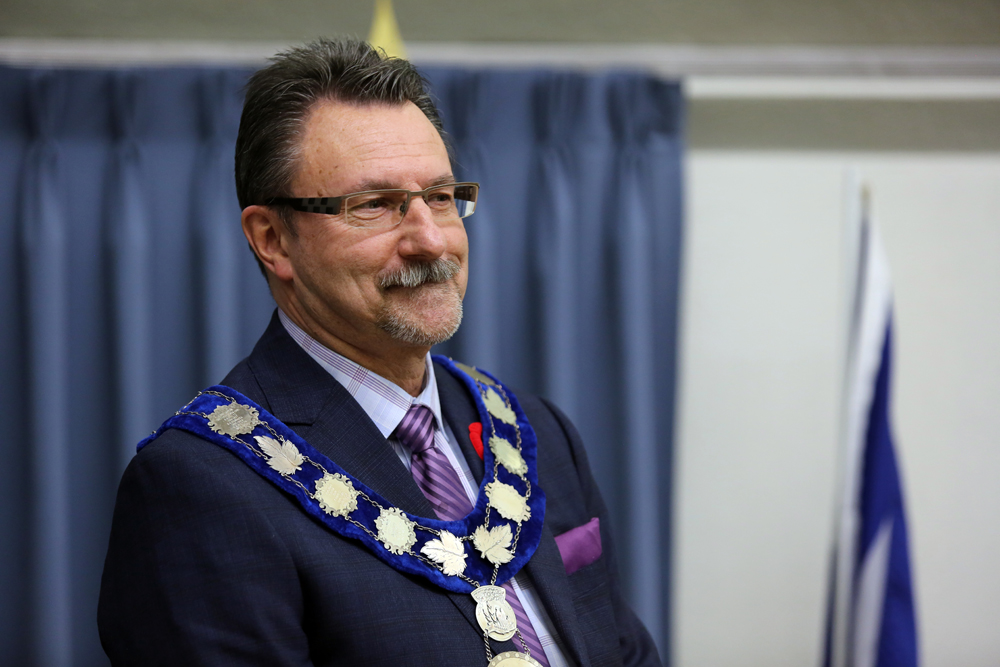 Rick Chrest is sworn in as mayor of Brandon during a ceremony at City Hall Thursday night. (Michael Lee/The Brandon Sun)