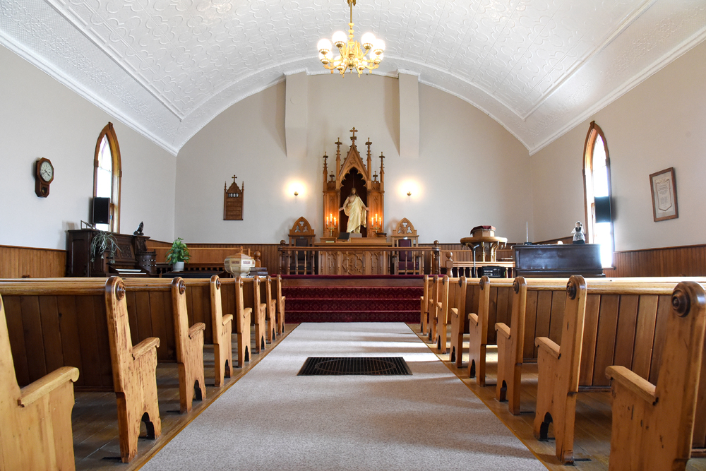 A view looking down the aisle in Grund Frelsis Lutheran church. (Bud Robertson/The Brandon Sun)