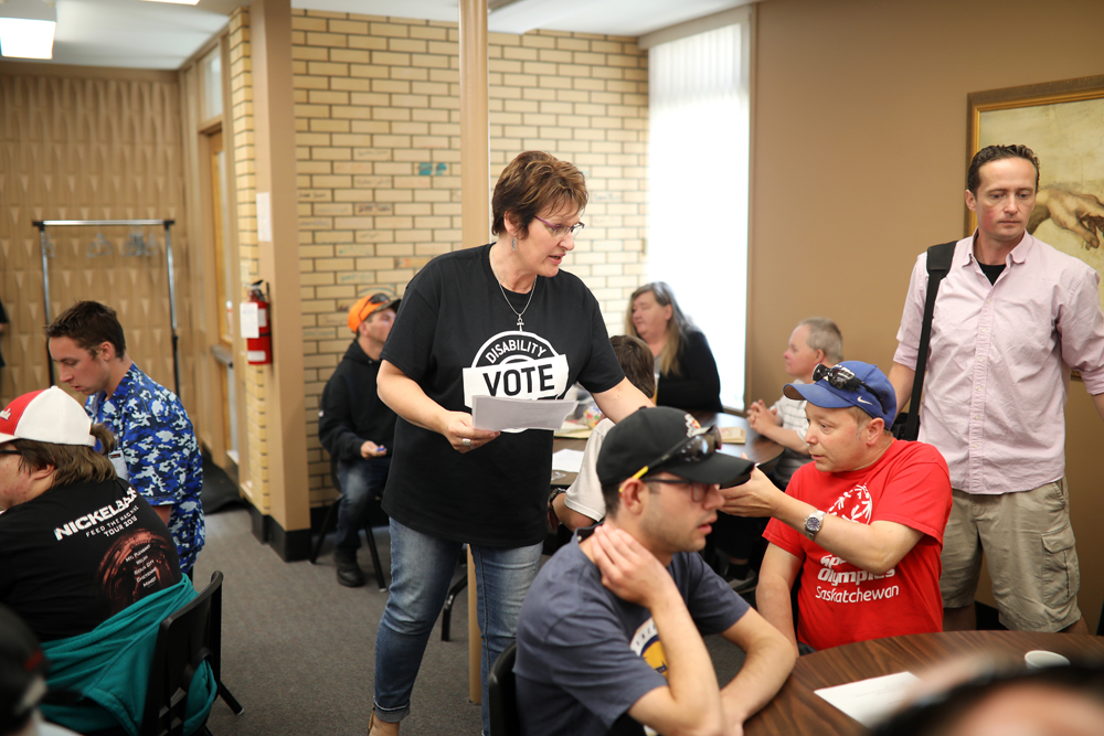 21082019 Brenda Elmes, Executive Director for Brandon Community Options on 11th Street in downtown Brandon, hands out information during a voting workshop for individuals with intellectual disabilities on Wednesday. (Tim Smith/The Brandon Sun)