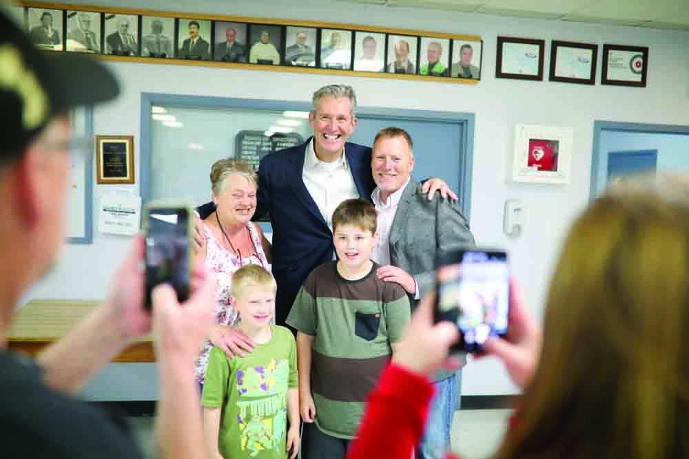 06092019 Provincial Progressive Conservative leader Brian Pallister visits with Brandon East PC candidate Len Isleifson and family during a rally at the Riverview Curling Club on Friday afternoon. (Tim Smith/The Brandon Sun)
