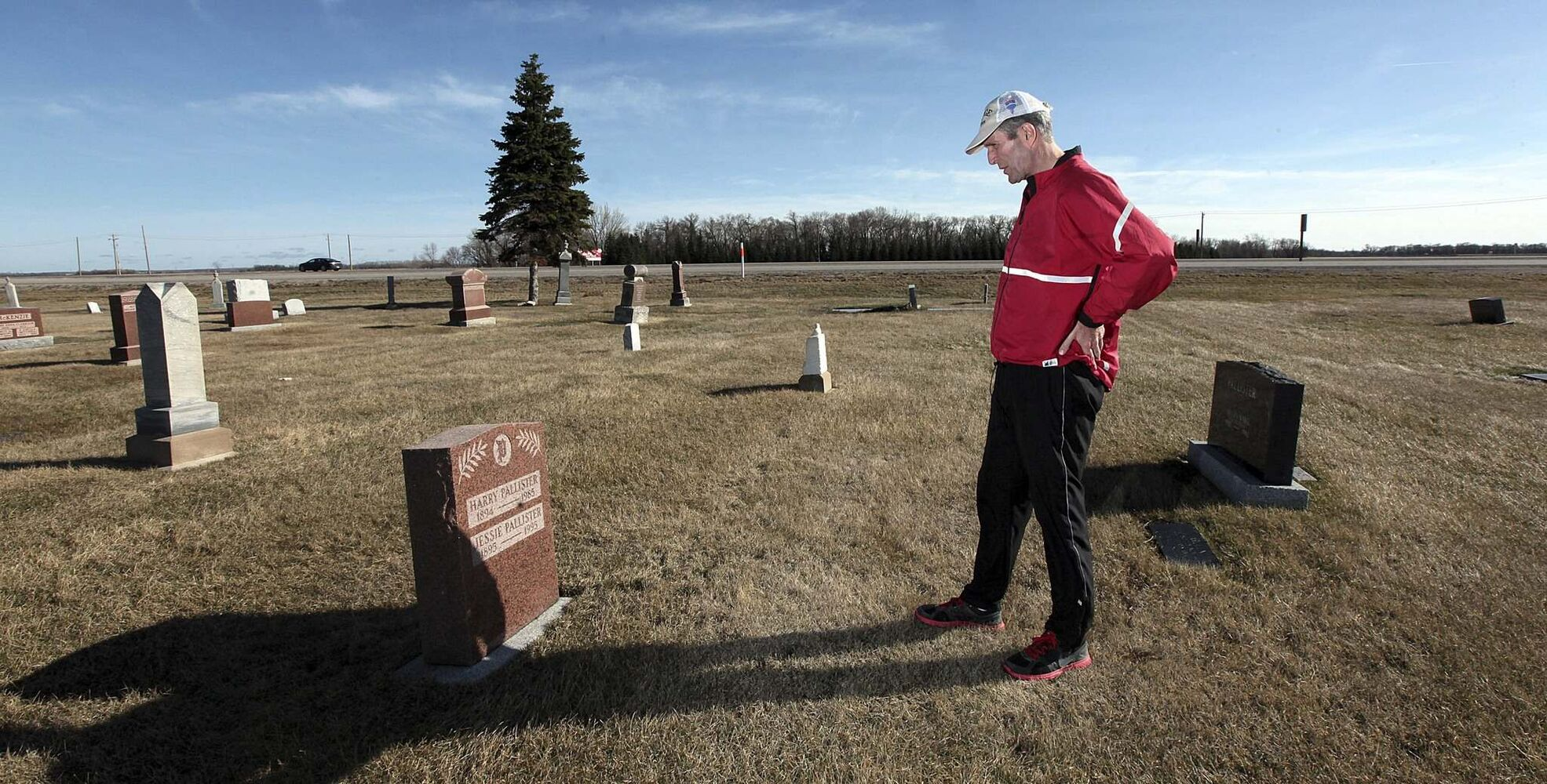 PHIL HOSSACK / WINNIPEG FREE PRESS</p><p>Pallister pauses for a time of reflection at his grandparents' gravesite.</p></p>