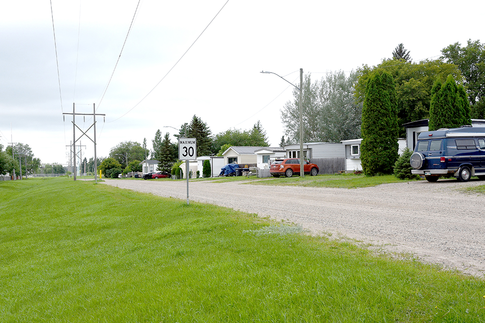 Mobile homes along this Manitoba Hydro right-of-way in Glendale Mobile Homes Park will have to be moved by Oct. 31, 2021. (File)