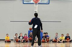 Brandon Bobcats men's baskatball team coach Gil Cheung instructs kids during the  clinic.