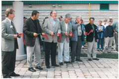 Ribbon cutting at the newly opened Discovery Centre on June 26, 1999.