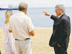 Prime Minister Stephen Harper points to a research ship as he talks to Lake Winnipeg researcher Dr. Al Kristofferson.