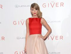 Taylor Swift arrives at New York premiere of