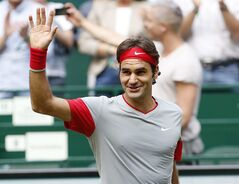 Switzerland's Roger Federer celebrates after beating Japan's Kei Nishikori in their semifinal match of the the Gerry Weber Open tennis tournament in Halle, Germany, Saturday, June 14, 2014. Federer won the match with 6-3 and 7-6. (AP Photo/Michael Probst)