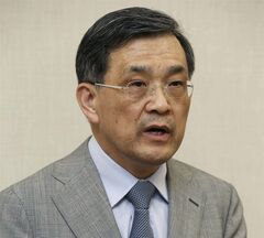 In this photo released by Samsung Electronics Co., Samsung Electronics Vice Chairman Kwon Oh-hyun speaks during a briefing in Seoul, South Korea, Wednesday, May 14, 2014. Samsung Electronics Co. apologized and promised compensation to chip factory workers who suffered cancers linked to chemical exposure, a rare win for families and activists seven years after the death of a 23-year-old employee from leukemia galvanized a movement to hold the company to account. (AP Photo/Samsung Electronics Co.)