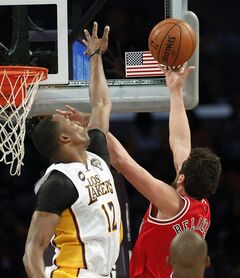 Chicago Bulls guard Marco Belinelli (8), of Italy, shoots as Los Angeles Lakers center Dwight Howard (12) defends in the first half of an NBA basketball game in Los Angeles Sunday, March 10, 2013. (AP Photo/Reed Saxon)