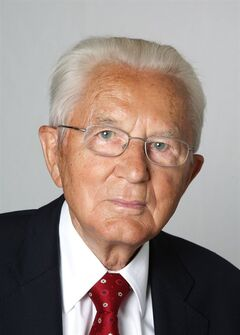 The Sept. 5, 2006 photo provided by Aldi Sued on Monday, July 21, 2014 shows Aldi co-founder Karl Albrecht. Albrecht, co-founder of the Aldi grocery store empire and one of the world's richest people, has died in the western German city of Essen. He was 94. (AP Photo/Aldi Sued)
