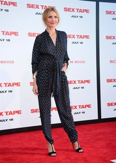 Cameron Diaz arrives at the Los Angeles premiere of