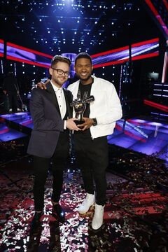 "Josh Kaufman, left, poses with his trophy with Usher after the 38-year-old from team Usher was crowned the season six winner of NBC's ""The Voice"" Tuesday May 20, 2014. (AP Photo/NBC, Trae Patton)"
