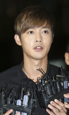 In this Tuesday, Sept. 2, 2014 photo, South Korean singer and actor Kim Hyun-joong answers reporters' question upon his arrival for questioning at the Gangnam police station in Seoul, South Korea. Police said Kim Hyun-joong has acknowledged that he hit his then-girlfriend during an argument in May at his home in Seoul. (AP Photo/Yang Ji-woong, Yonhap) KOREA OUT