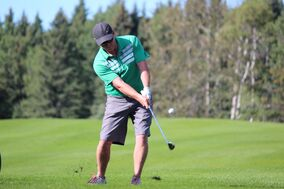 Dave Newman chips his way onto the eighth green at the Clear Lake Golf Course during the 83rd annual Tamarack's men's quarter-finals on Thursday. (Nathan Liewicki/The Brandon Sun)