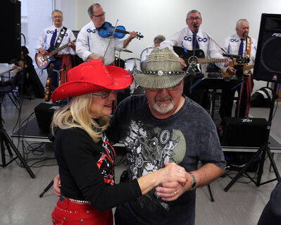 Traditional Métis fiddle band Nite Life will once again perform on Louis Riel Day, offering afternoon revelers the opportunity to dance as Larry and Barbara Bohune did in 2017. (File)