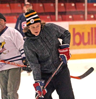 Brandon-born NHL player Ryan White was home for the holidays and joined friends and family for a game of shinny at Westman Place on Tuesday.