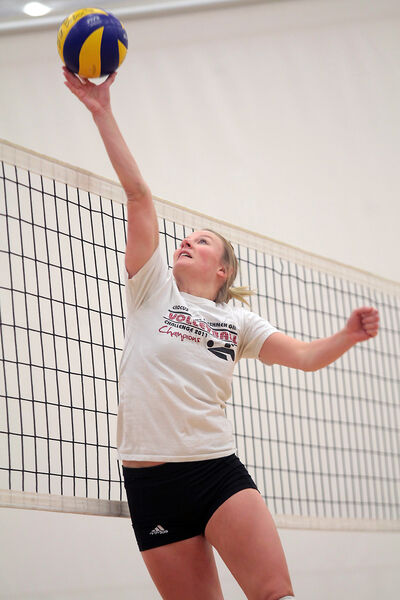 Bobcats setter Kellie Baker makes a play in practice Thursday afternoon at BU.