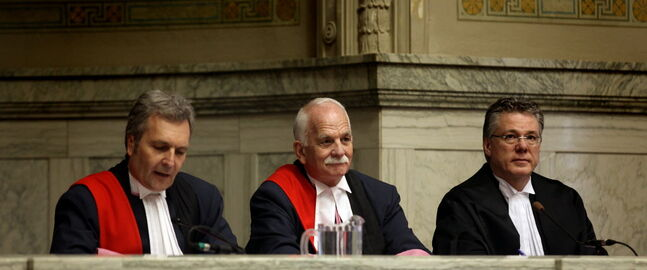 Flanked by Glenn Joyal (left), chief justice of the Court of Queen's Bench and Richard Chartier, chief justice of the Manitoba Court of Appeal, Vic Toews is sworn in as a Court of Queen's Bench judge in a ceremony Friday.