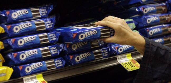 In this Feb. 9, 2011 photo, a shopper selects Oreo cookies at a Ralphs Fresh Fare supermarket in Los Angeles. THE CANADIAN PRESS/AP, File