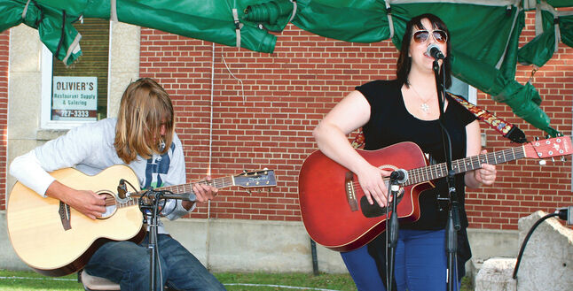 (L-R) Blair Maycher and Erin McLennan from Daisy Chain.  Music In The Park (Mariah Phillips for The Sun)