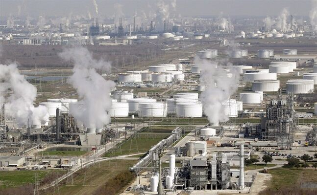 Oil refineries are pictured in Deer Park, Texas on Nov. 10, 2010. THE CANADIAN PRESS/AP, David J. Phillip
