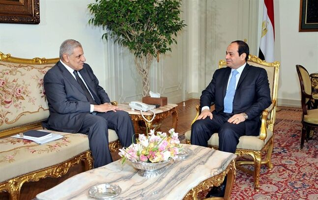 This photo released by Egypt's official Middle East News Agency (MENA) shows Prime Minister Ibrahim Mehleb, left, meeting with President Abdel-Fattah el-Sissi at the presidential palace in Cairo, Egypt, Thursday, June 12, 2014. (AP Photo/MENA)