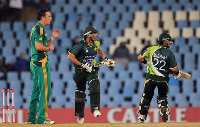 South Africa's bowler Kyle Abbott, left, looks on as Pakistan's batsman Younis Khan, center, and captain Misbah-ul-Haq, right, run between the wickets during their 2nd One Day International cricket match at Centurion Park in Pretoria, South Africa, Friday, March 15, 2013. (AP Photo/Themba Hadebe)