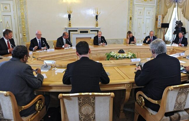 Russian President Vladimir Putin, center back, meets with senior representatives of major international news agencies in St. Petersburg, Russia, Saturday, May 24, 2014. THE CANADIAN PRESS/AP, RIA-Novosti, Mikhail Klimentyev, Presidential Press Service