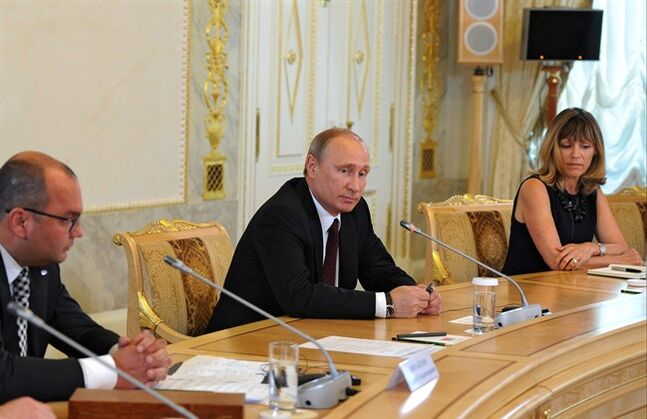 Russian President Vladimir Putin, center, meets with senior representatives of major international news agencies in St. Petersburg, Russia, Saturday, May 24, 2014. THE CANADIAN PRESS/AP, RIA-Novosti, Mikhail Klimentyev, Presidential Press Service