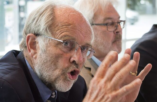 Thomas Walsh, left, lawyer defending train conductor Tom Harding, and Daniel Roy claim that criminal charges against two men accused in the Lac-Megantic tragedy should be dropped during a news conference Thursday, August 28, 2014 in Montreal. THE CANADIAN PRESS/Paul Chiasson
