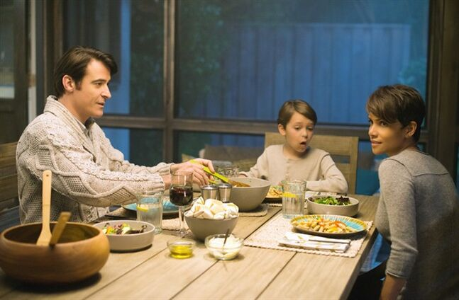 Goran Visnjic as John Woods, Pierce Gagnon as Ethan Woods and Halle Berry as Molly Woods, a female astronaut trying to reconnect with her family after returning from a year in outer space, are pictured in a scene from Extant. THE CANADIAN PRESS/Shaw Media - Dale Robinette