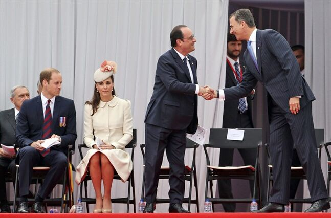The Duke and Duchess of Cambridge, left, look on as French President Francois Hollande greets Spain's King Felipe, right, ahead of a ceremony at the Cointe Inter-allied Memorial, Liege, Belgium, commemorating the 100th anniversary of the start of the First World War, Monday Aug. 4, 2014. The ceremony pays homage to the victims of the First World War, both soldiers and civilians, from Belgium and abroad, who lost their lives on Belgian soil.(AP Photo / Francois Lenoir, Pool)