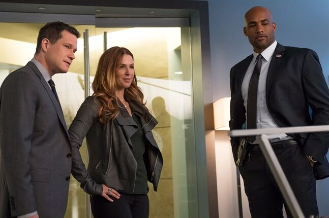 Left to right, Detectives Al Burns (Dylan Walsh) and Carrie Wells (Poppy Montgomery) are introduced to Secret Service Agent Simms (guest star Boris Kodjoe) in the Season 3 premiere of