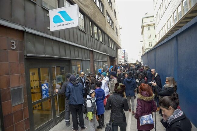 Jobseekers swarm around a Stockholm office for Sweden's national jobs agency in central Stockholm, Wednesday Feb. 26, 2014, after 61,000 people accidentally were invited to a meeting instead of 1,400. (AP Photo/TT News Agency, Bertil Enevag Ericson) SWEDEN OUT