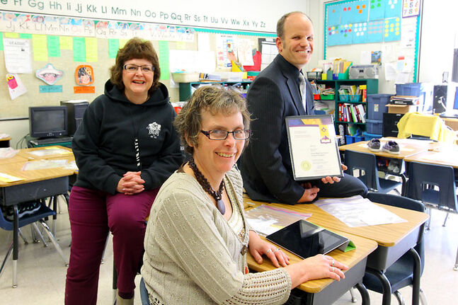 École New Era School Grade 1 French immersion teacher Linda Dinsdale, centre, sits in her class with teacher-librarian Vivian Thorgeirson and principal Chad Cobbe on Friday. Dinsdale is among the recipients of the Manitoba Certificate of Achievement, held by Cobbe, part of the 2012 Prime Minister's Awards for Teaching Excellence. Dinsdale was nominated by Thorgeirson.