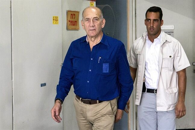 Israel's former Prime Minister Ehud Olmert arrives for his trial at the Tel Aviv District Court in Israel, Tuesday, May 13, 2014. Olmert was sentenced on Tuesday to six years in prison for his role in wide-ranging bribery case, capping a stunning fall from grace for one of the most powerful men in the country. (AP Photo/Jack Guez, Pool)