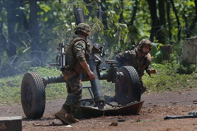 French Sangaris forces fire warning flares with a 120mm mortar against ex-Seleka elements in Bamberi, Central African Republic, May 24, 2014. THE CANADIAN PRESS/AP, Jerome Delay