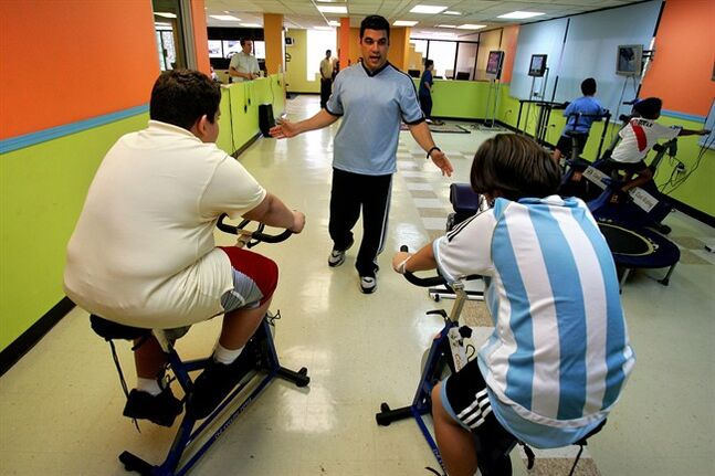 Obese children exercise, in Guaynabo, Puerto Rico, April 20, 2007. THE CANADIAN PRESS/AP, Brennan Linsley