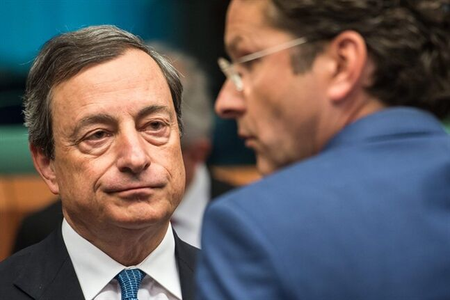 The President of the European Central Bank Mario Draghi, left, talks with Eurogroup President Jeroen Dijsselbloem during a meeting of eurogroup finance ministers at the European Council building in Brussels, Monday May 5, 2014. (AP Photo/Geert Vanden Wijngaert)