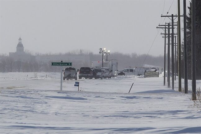 TransCanada crews work on a gas pipeline leak that occurred just outside Otterburne, Manitoba, Monday, January 27, 2014. THE CANADIAN PRESS/John Woods