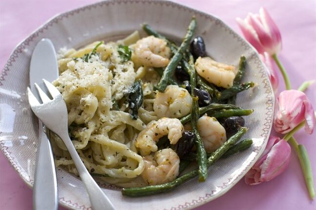 This Jan. 13, 2014 photo shows honey peppered roasted shrimp with green beans and olives in Concord, N.H. (AP Photo/Matthew Mead)