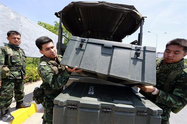 Thai soldiers unload equipments from a truck while providing security near the pro-government demonstration site on the outskirts of Bangkok, Thailand Wednesday, May 21, 2014. Thailand began its second day under martial law Wednesday with little visible military presence on the streets of Bangkok as residents tried to make sense of the dramatic turn of events after six months of anti-government protests and political turmoil. (AP Photo/Wason Wanichakorn)